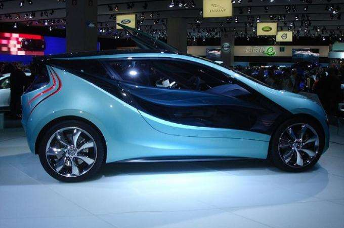 Plan a visit to Paris Motor Show