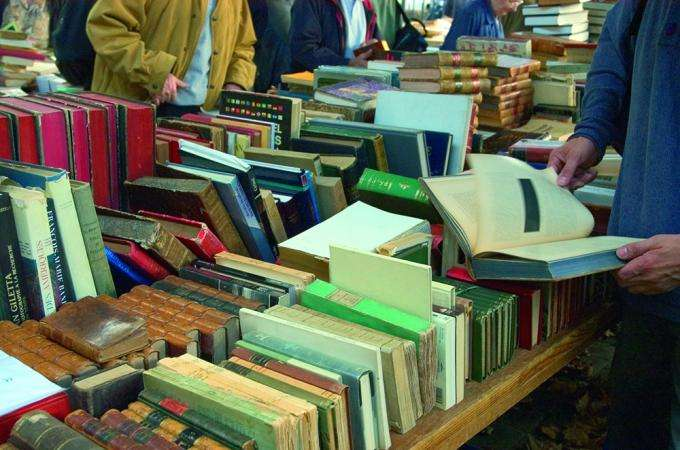 Brassens market: full of books