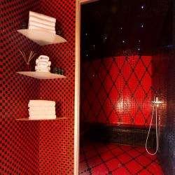 Vice Versa Hôtel Paris - Hammam - rouge et noir2